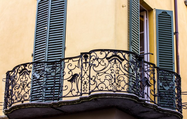 Como: Curves of a balcony