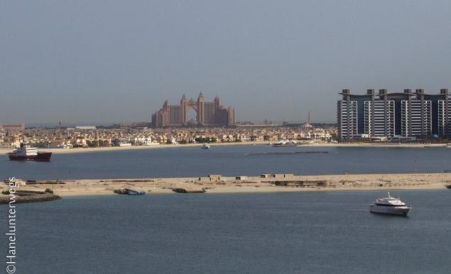 Dubai: Le Meridian Beach, with view on Atlantis