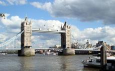 London: Tower bridge on a sunny day