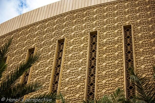 Dubai Marina Mall: Lines and patterns