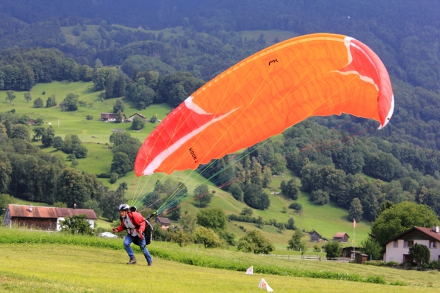 Travel by air: Paragliding